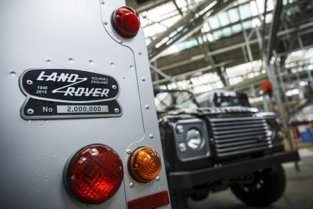Land-Rover-Defender-2000000-29