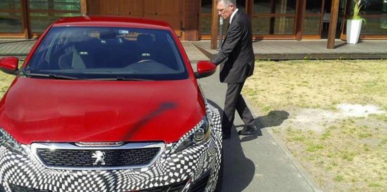 Peugeot está probando una mula del 308 R Hybrid y lo publica su CEO 2