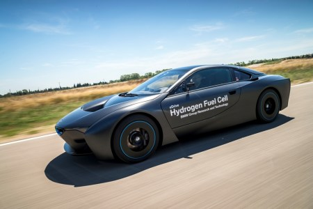 BMW-i8-Hydrogen-Fuel-Cell-Concept-1