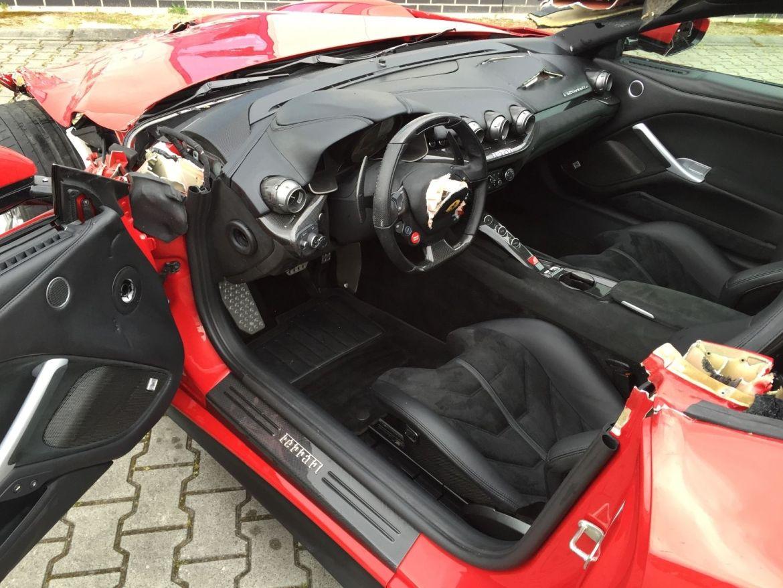 ¿Pagarías 77.000 euros por un Ferrari F12 destrozado? 3