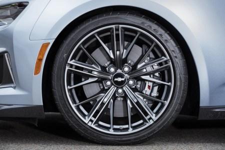 2017-Chevrolet-Camaro-ZL1-10