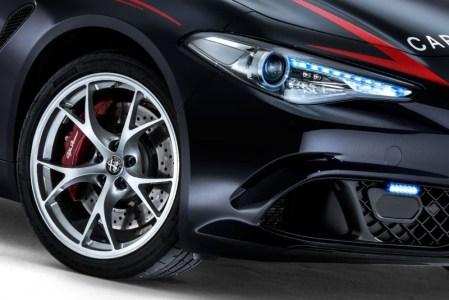 Alfa-Romeo-Giulia-QV0Police-11
