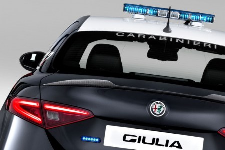 Alfa-Romeo-Giulia-QV0Police-17