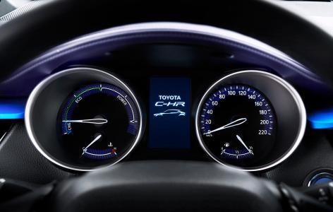 Así es el interior del crossover Toyota C-HR: Una disposición atrevida