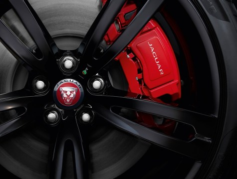 Jaguar XJR575: La superberlina que combina un V8 de 575 CV y el lujo