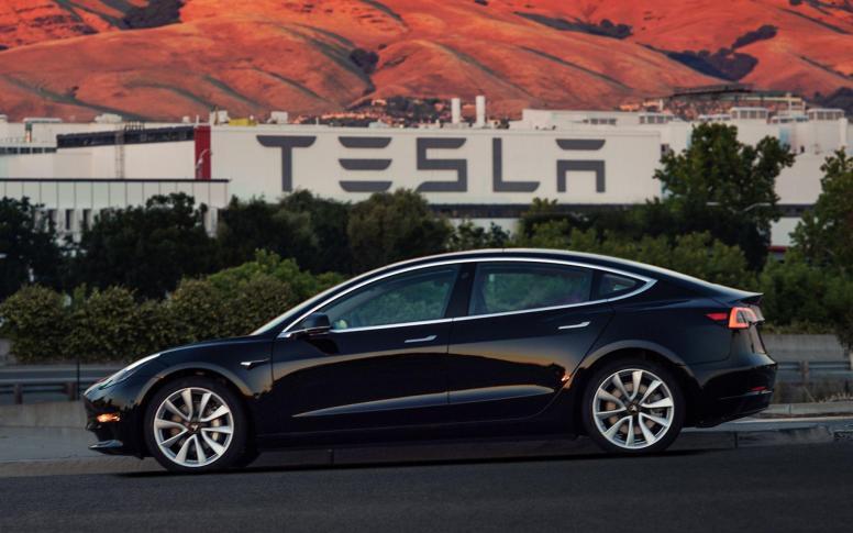 Todos los detalles del Tesla Model 3: Hasta 500 kilómetros de autonomía y lista de precios