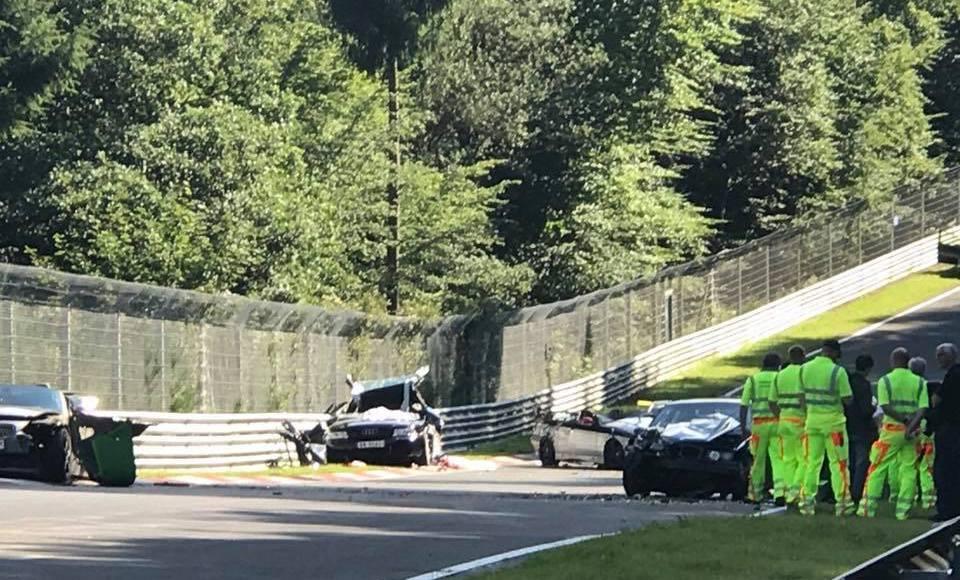 este-accidente-grave-en-nurburgring-ha-tenido-10-coches-con-espanoles-involucrados-01