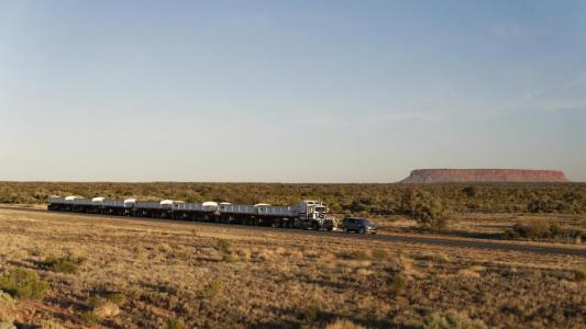 Vídeo: El nuevo Land Rover Discovery es capaz de remolcar un camión de 110 toneladas