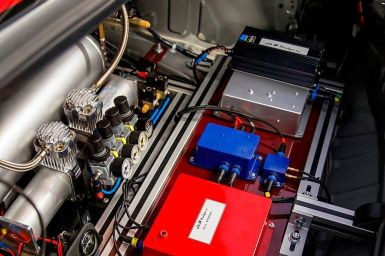 Este Nissan GT-R se controla desde un helicóptero con un mando de PlayStation y alcanza hasta 210 km/h
