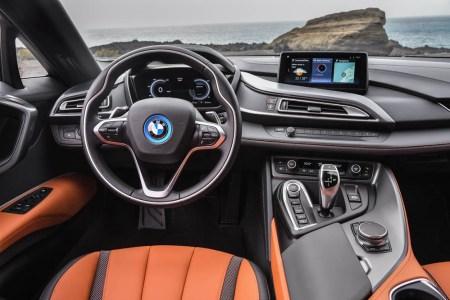 BMW i8 Roadster: Ya es oficial la versión sin techo... y viene con más potencia