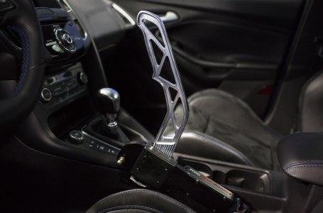Montar un freno de mano hidráulico homologado para calle es posible en el Ford Focus RS: ¡Hacer drifting será todavía más fácil!