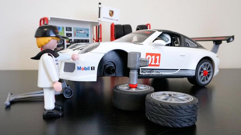 vuelve-a-sentirte-joven-playmobil-presenta-su-porsche-911-gt3-cup-de-juguete-05