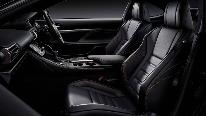 Lexus RC 300h F Sport Black Edition: Detalles en negro para el elegante coupé