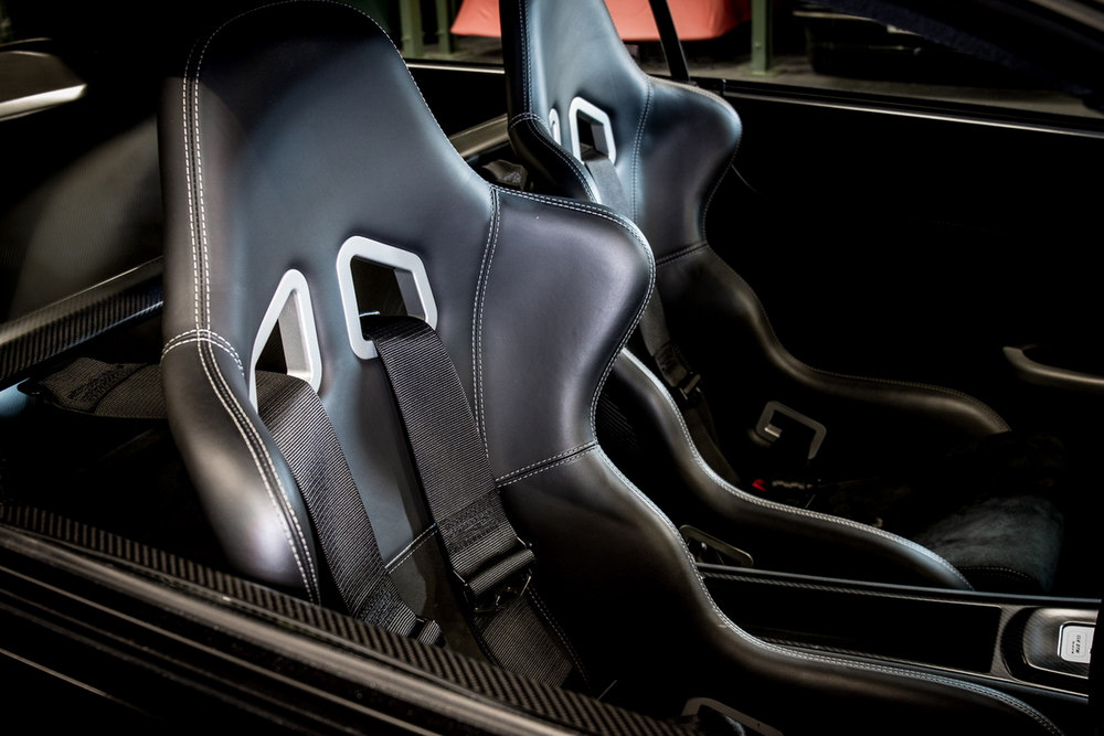 ¿Cuánto pagarías por un Mercedes CLK DTM AMG de 2004 con volante a la derecha?