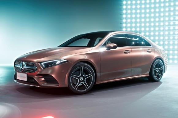 El Mercedes Clase A L Sport Sedán ya es oficial... pero no lo esperes por aquí