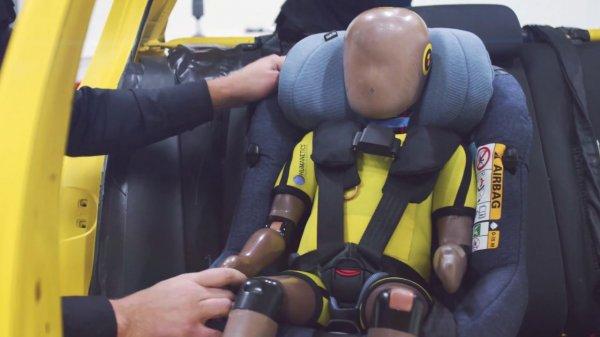 Ya puedes hacerte con la primera silla infantil con airbag integrado: Maxi-Cosi AxissFix Air