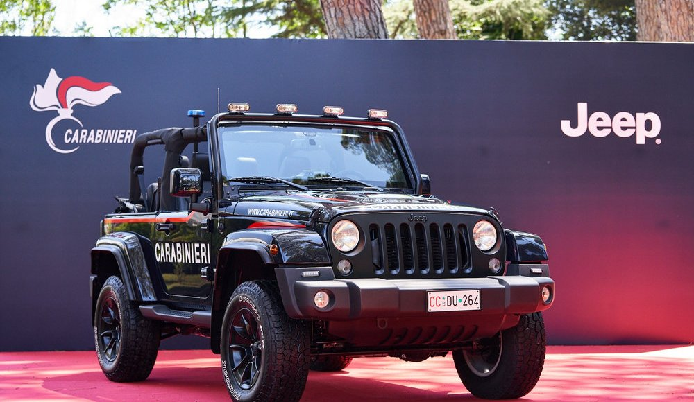 asi-es-el-jeep-wrangler-modificado-con-los-que-patrulla-la-policia-italiana-en-la-playa-02