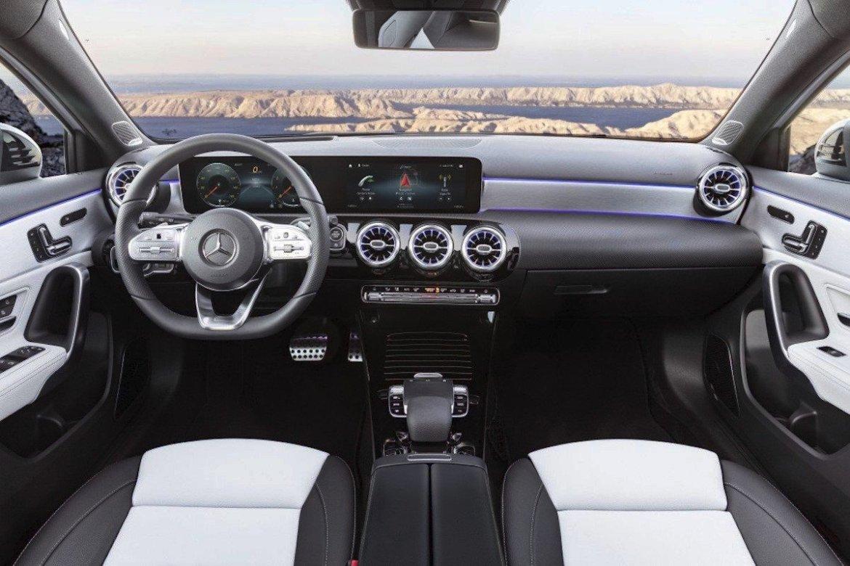 El Mercedes-Benz Clase A recibe el A180 de 136 CV y el A250 4MATIC de 224 CV