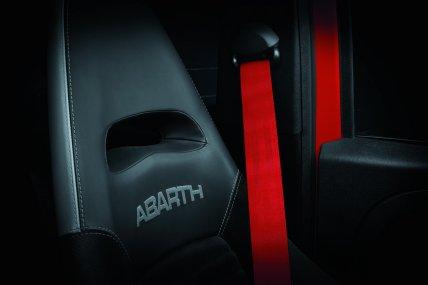 Abarth 595 2019: Ahora con escape Record Monza con válvula activa y cambios estéticos