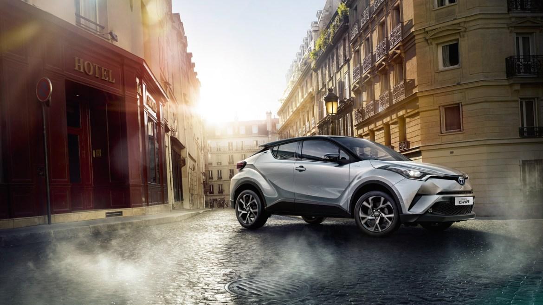 Toyota llama a revisión 1 millón de C-HR y Prius: RIesgo de incendio
