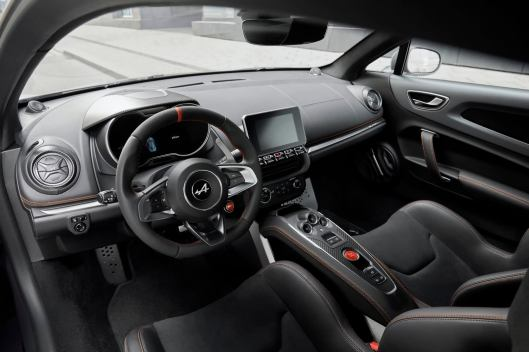 El Alpine A110S ya es oficial: 40 CV adicionales y suspensión más firme