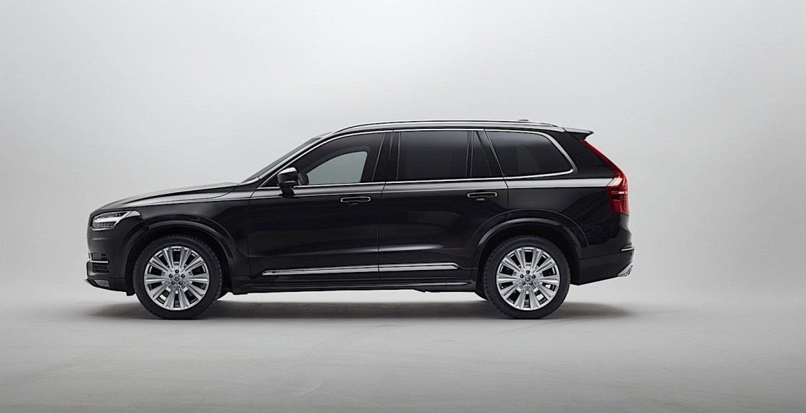 armored-volvo-xc90-can-drive-away-after-being-shot-at-with-an-ak-47-11