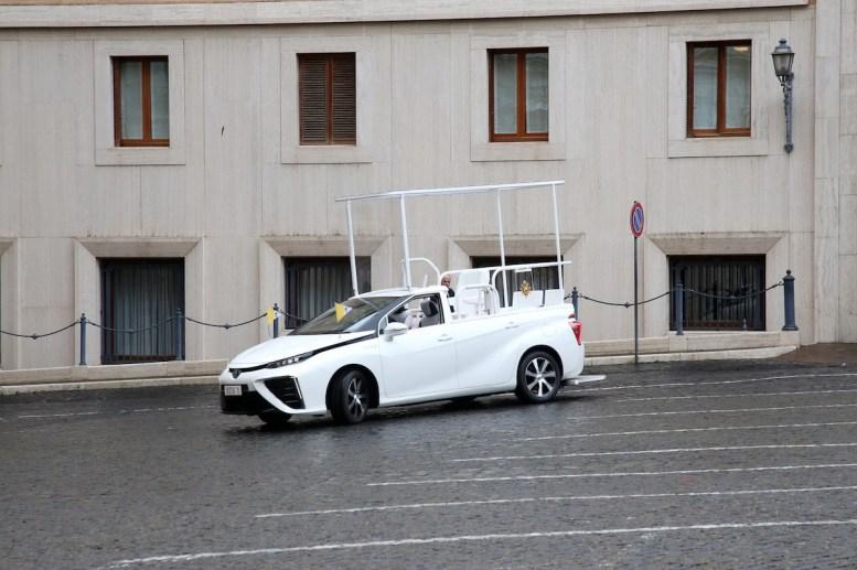 El nuevo Papamóvil va con hidrógeno y es japonés