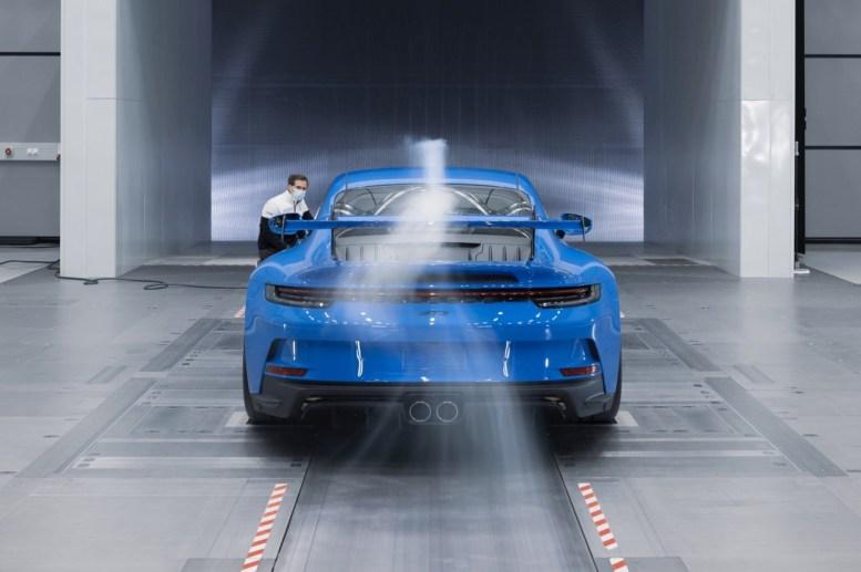 Va de pruebas extremas: El Porsche 911 GT3 aguanta 5000 km a 300 km/h para poner a prueba su motor