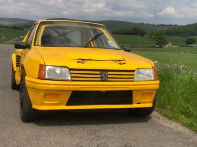 Parece un Peugeot 205... pero en realidad es un Porsche Boxster