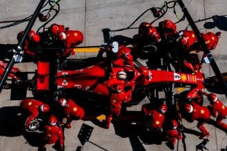 Vetel al Box Ferrari