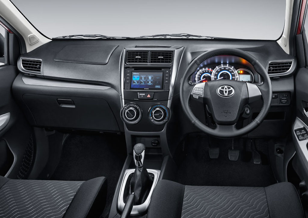 grand new veloz 1.5 vs mobilio rs pilihan warna 2015 toyota avanza launched in indonesia interior