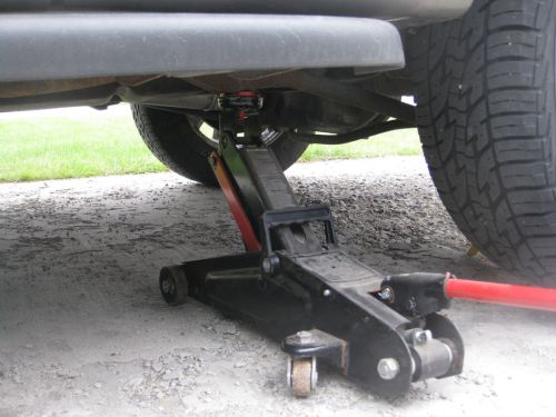 small resolution of how to flat tyre car on jack