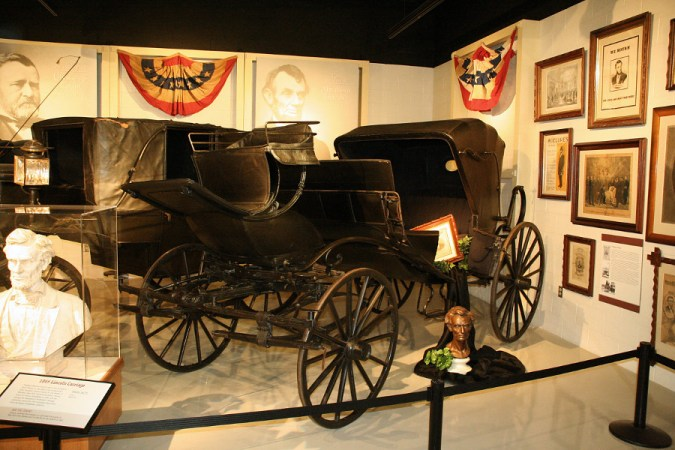 Exposition d'Abraham Lincoln au Studebaker Museum (Wikimedia Commons)