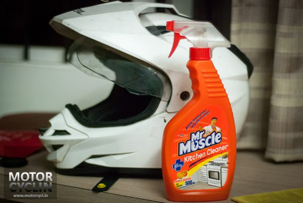 SOL_Helmet_cleaning_mr_muscle-1