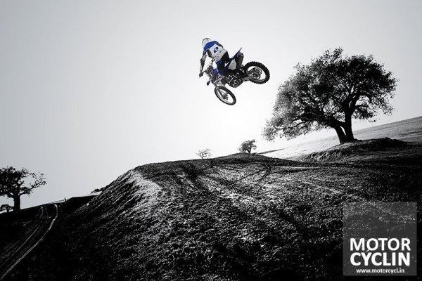 2014-Yamaha-YZ-450-F-Jumping