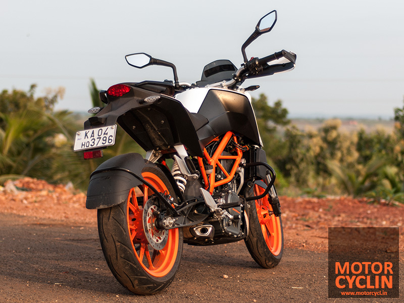 Photos of KTM Duke 390 rearview