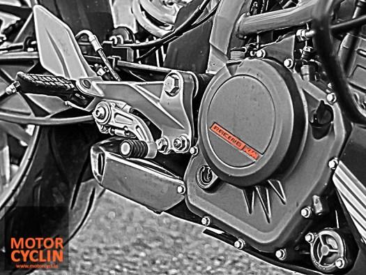 KTM Duke 390 photos gear shifter