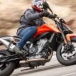 2019 KTM 790 Duke action shot