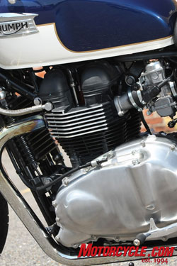 The famous Triumph parallel Twin that provides smooth, ample power. Satin finish engine cases are part of up-spec SE package.