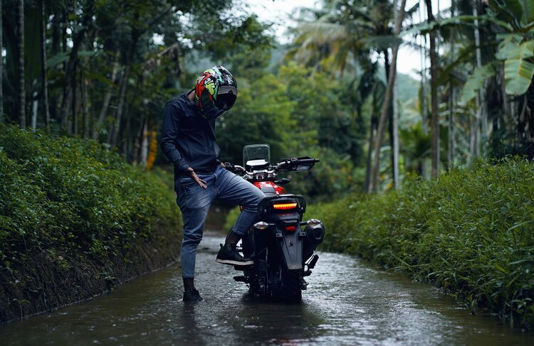 riding a motorcycle in the rain - wearing the incorrect gear
