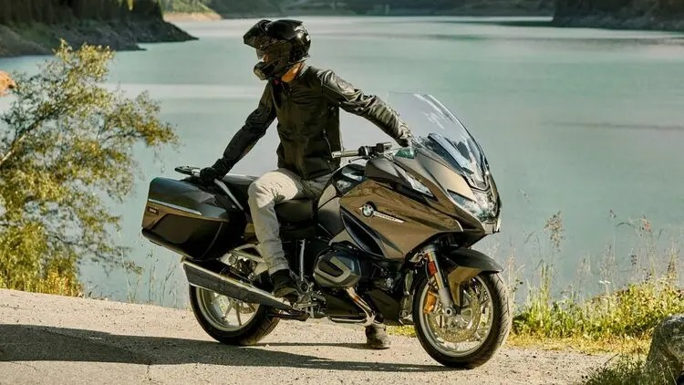bmw r 1250 rt by lakeside - shorter days for motorcycle touring comfort