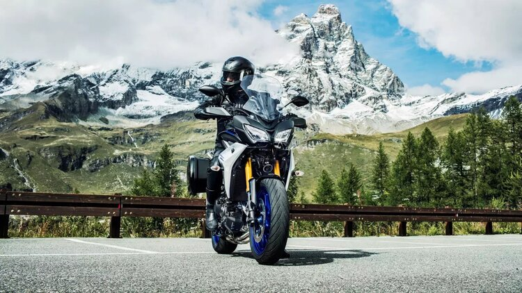 yamaha tracer 900 in mountains - long-distance motorcycling