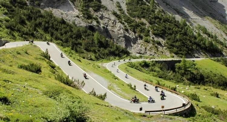 bikers - riding susten pass