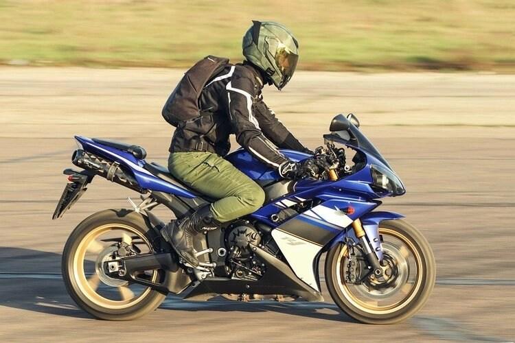 yamaha r1 and commuting rider - motorcycle riding tips & tricks