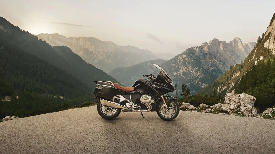 bmw r 1250 rt - motorcycle touring miles per day
