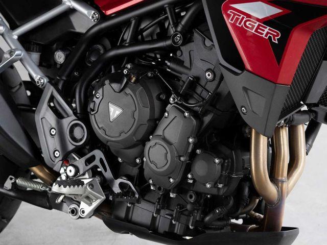Tiger 900 888 cc. hacimli düz üç silindirli motoru