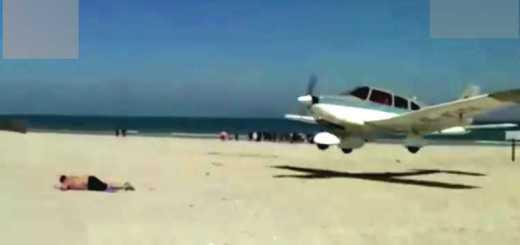 aviao quase atropela turista
