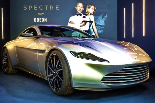 01_Aston-Martin DB10
