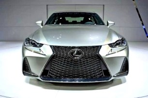 01_Lexus IS - MY2017