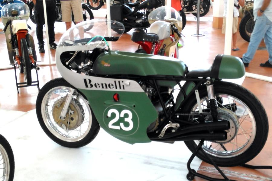 32_benelli-250_moto-100-anni-di-storia